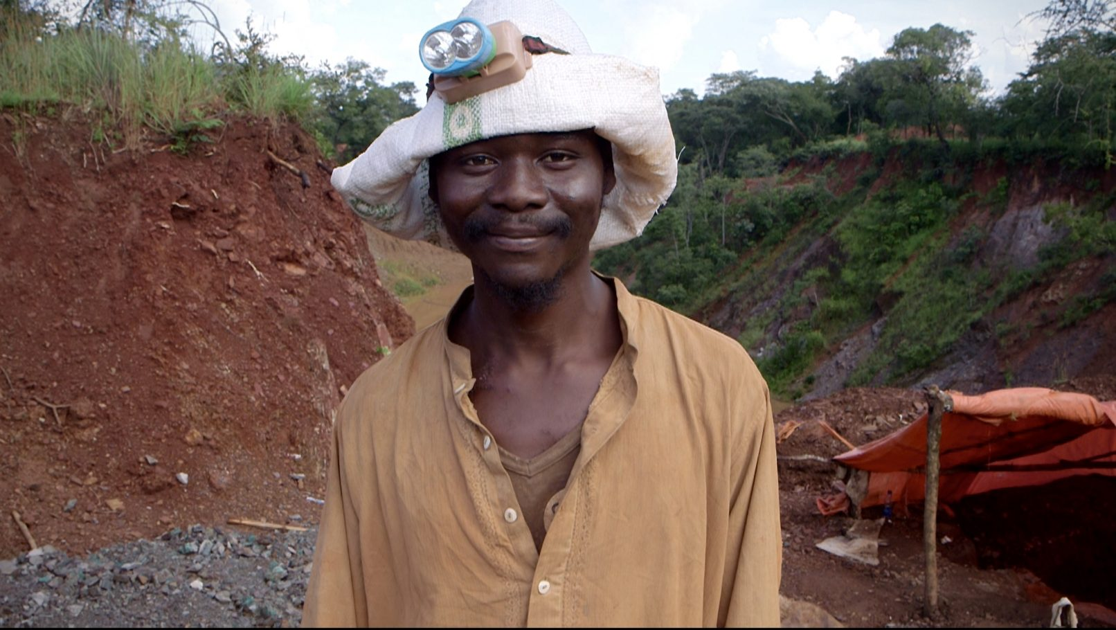 Trésor, a 24 year old artisanal mining from Katanga risk his life to extract copper 25 meters underground...